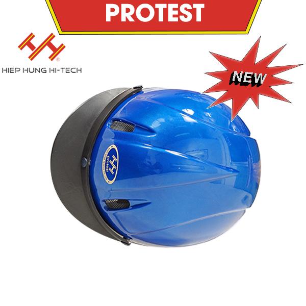 hiephung-mu-bao-hiem-protest-1