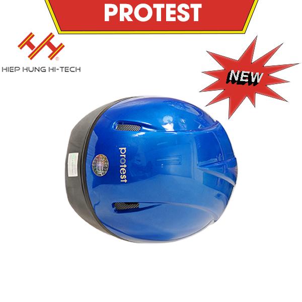 hiephung-mu-bao-hiem-protest-2